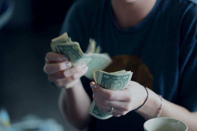 貯金なしから抜け出したいけれど、生活に苦しくて貯金ができない場合