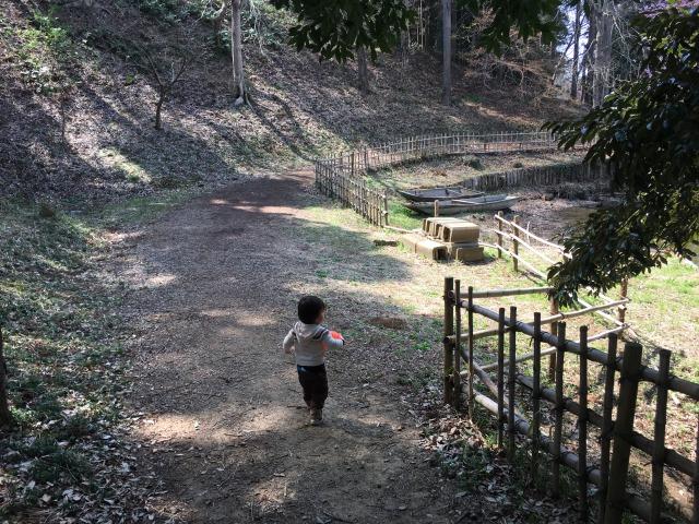 千葉県成田市坂田ヶ池総合公園の池エリアへ
