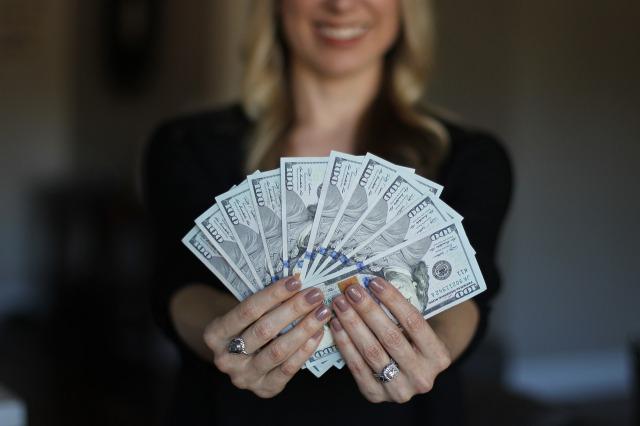 生活が苦しいから抜け出すには、お金の流れを知る