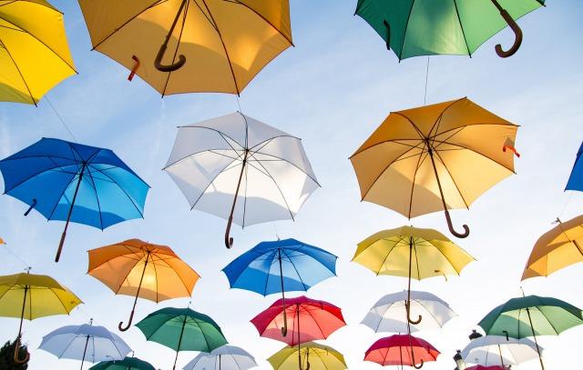 【お出かけ時の暑さ対策】日傘をさす